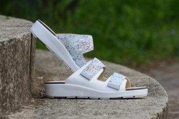 G&T Brigitta Fehér - metszett virág mintás női bőr kényelmi papucs